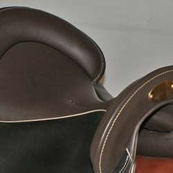 Sitzfläche mokka, Sattelblätter schwarz
