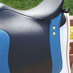 schwarz, Pausche und 2. Sattelblatt blau