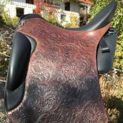 Dressage 2000 mit Montana Moro Sattelblätter und geradem Schnitt